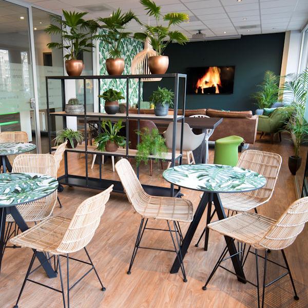 Court Garden Hotel Lounge