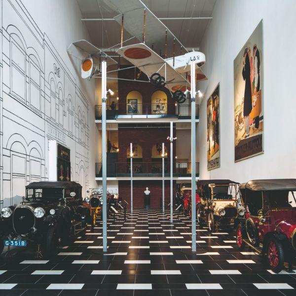 Louwman Museum bijzondere routes door het museum