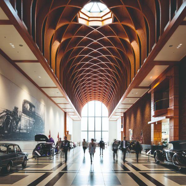 Louwman Museum de imposante Great Hall